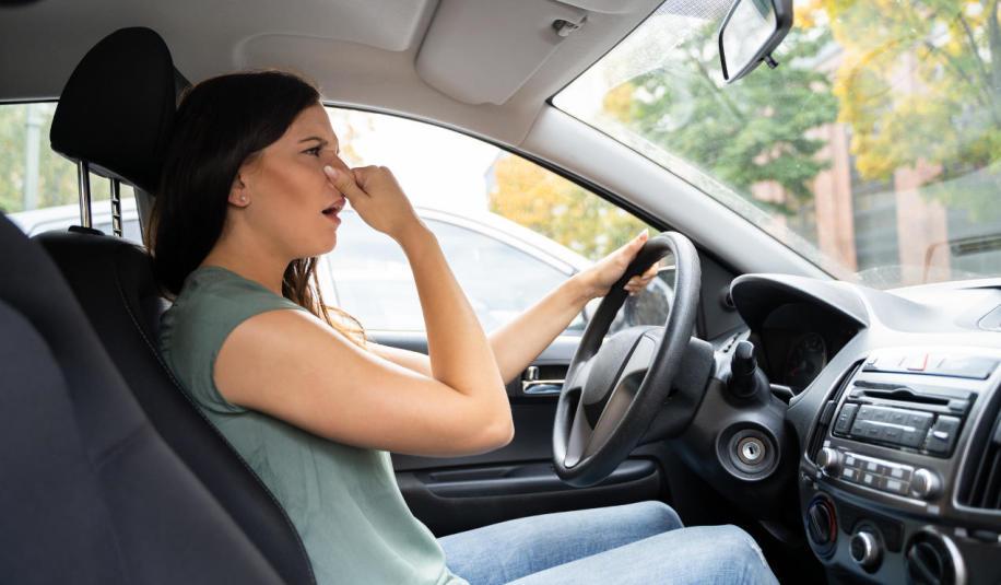 Kupiłeś używany samochód, w którym nieprzyjemnie pachnie? - Sięgnij po ozonowanie