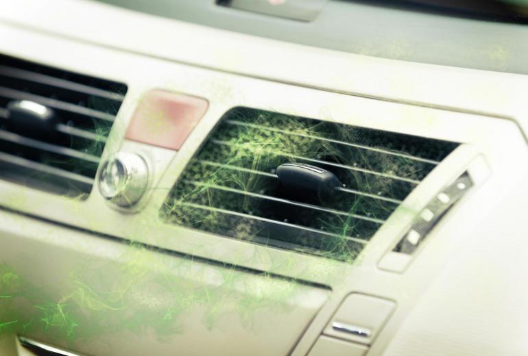 Usuwanie pleśni z samochodowej klimatyzacji ozonowaniem