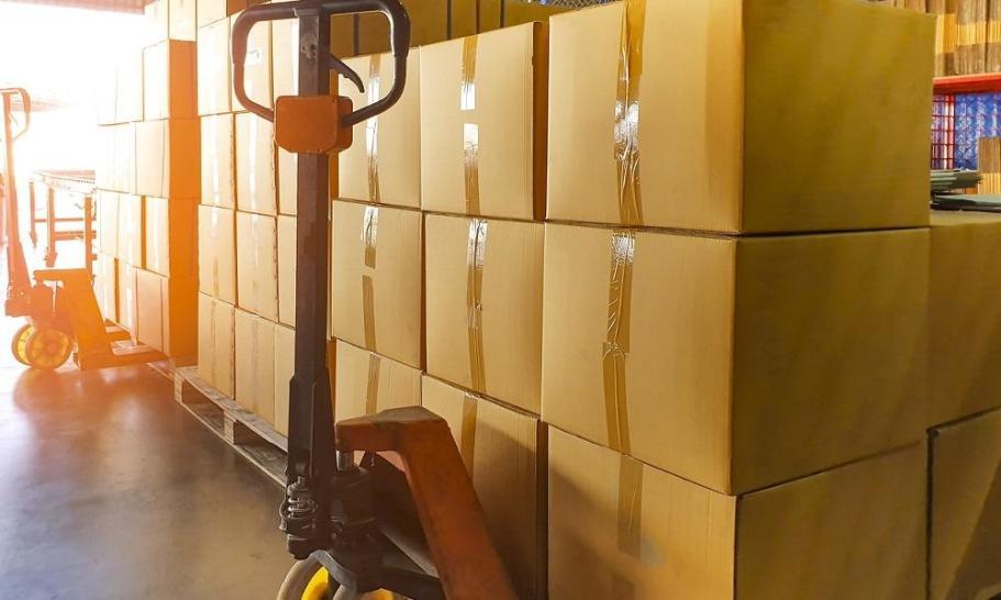 Jaki paleciak będzie optymalny dla dostawcy przesyłek kurierskich?