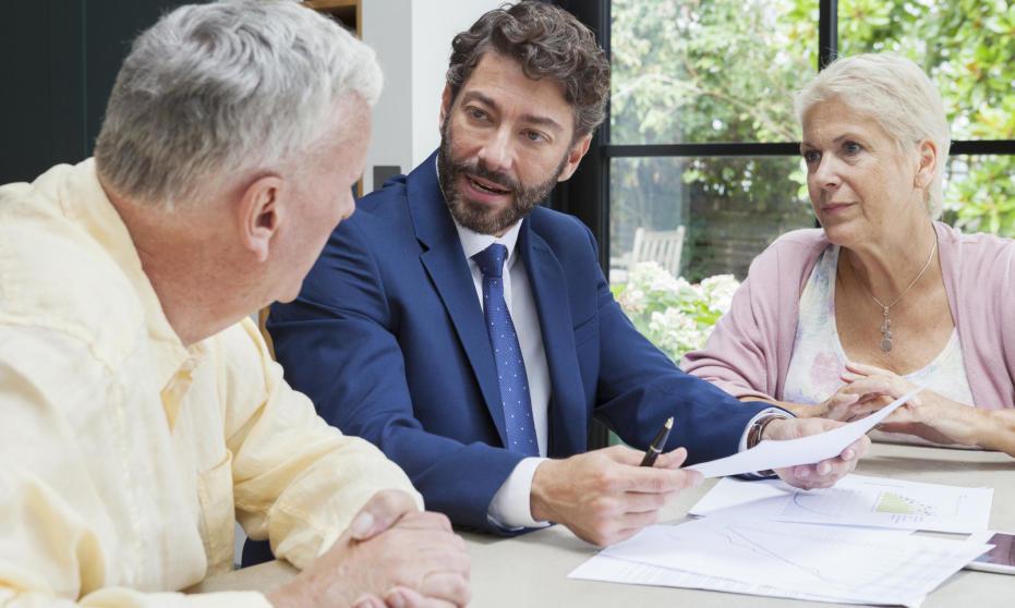 Czym się zajmuje i ile zarabia agent ubezpieczeniowy?