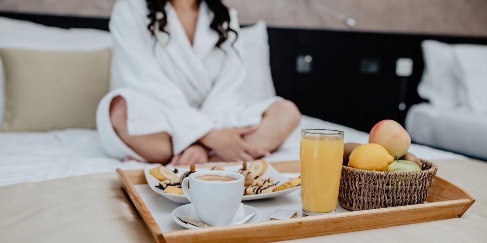 Dlaczego warto wykupić nocleg ze śniadaniem?