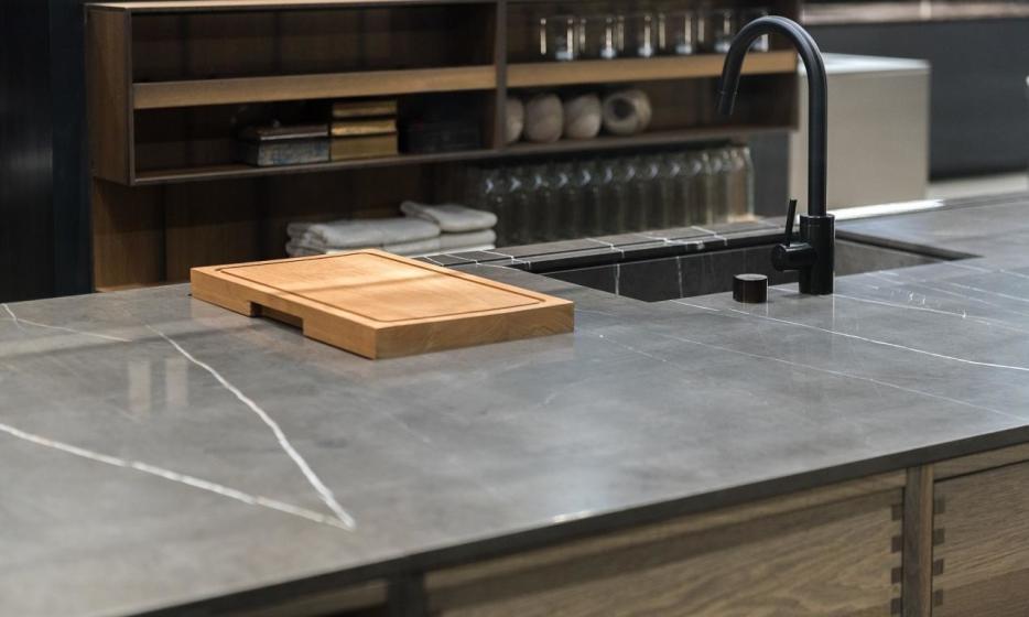 Kamienne blaty kuchenne. Przegląd materiałów i zalety rozwiązań