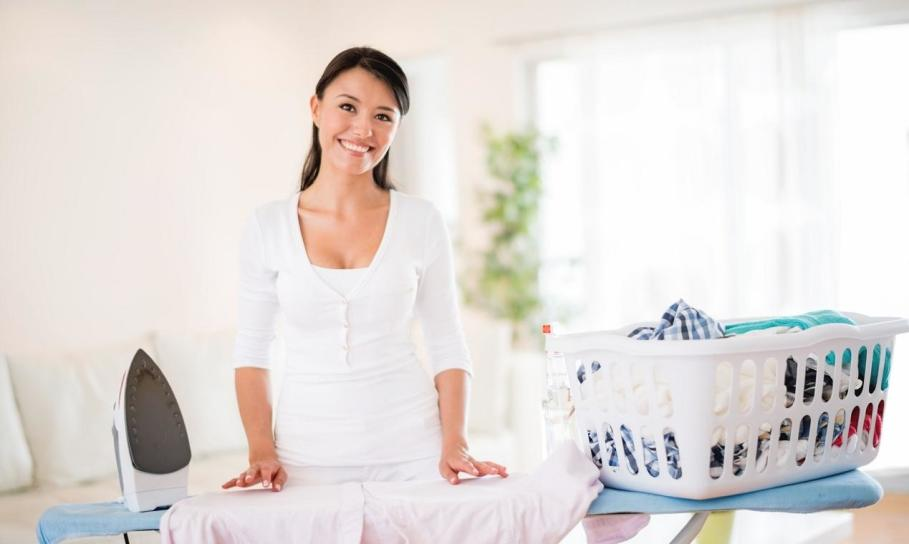 W jaki sposób prać, suszyć i prasować ubrania z lnu, by ich nie zniszczyć?