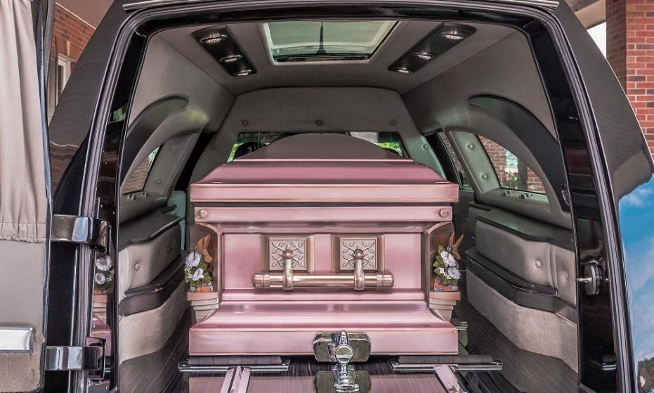 Jak zorganizować transport zmarłego z zagranicy?