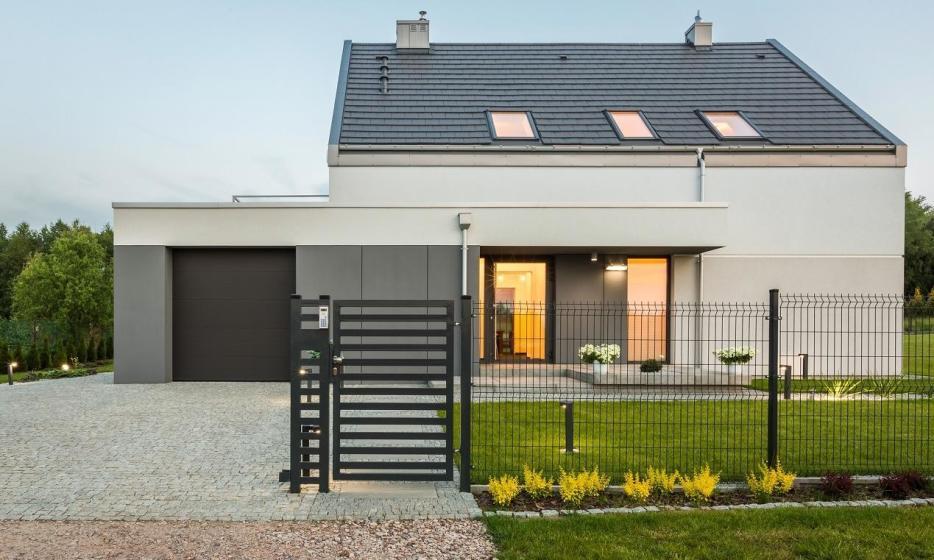 Jak dobrać ogrodzenie do bramy posesyjnej?