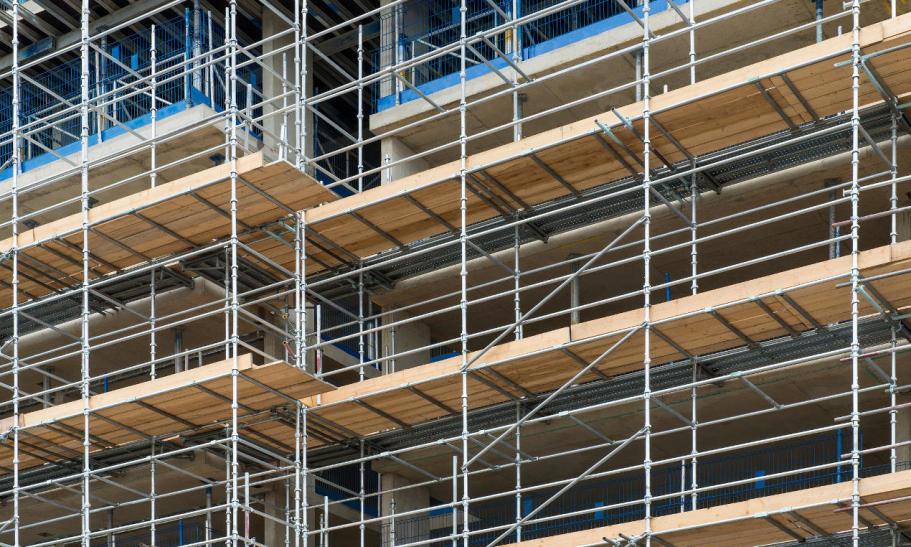 Stal i aluminium. Materiały wykonania rusztowań