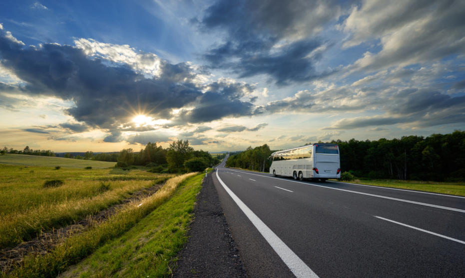 Autobus nie musi być niewygodny, czyli cechy luksusowych autobusów