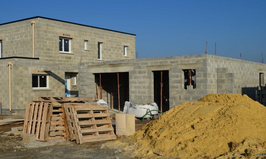 Pierwsze kroki po uzyskaniu pozwolenia na budowę domu