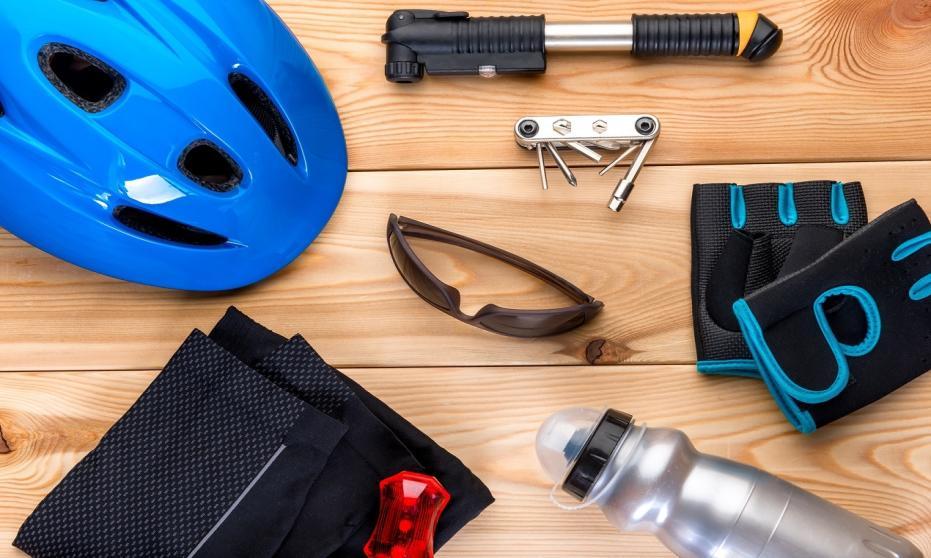 Akcesoria rowerowe. W co warto się zaopatrzyć przed rozpoczęciem jazdy na jednośladzie?