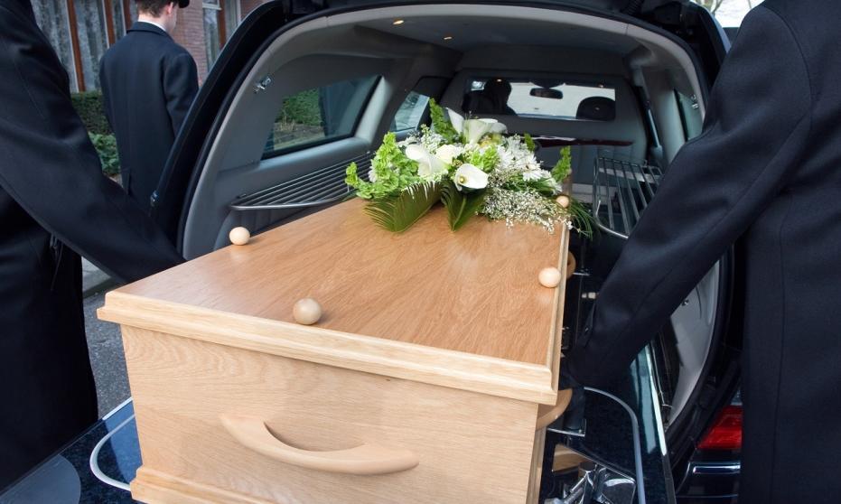 Jak zorganizować transport zmarłych