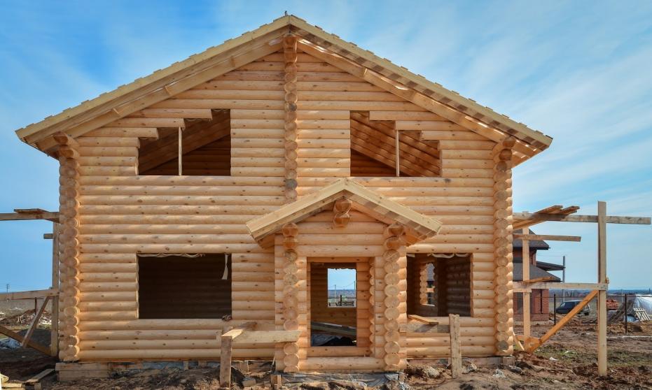 W jaki sposób powstają domy z bali?