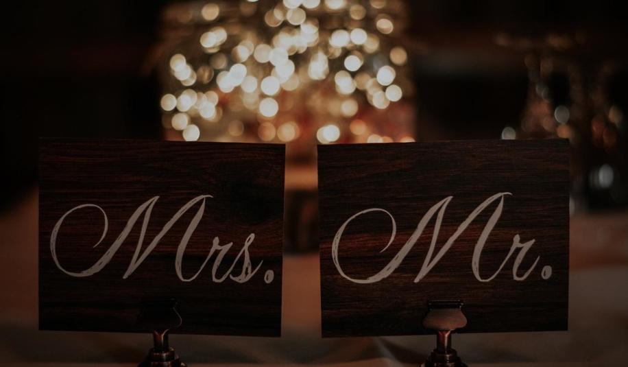 Drewniane ażurowe dekoracje ślubne