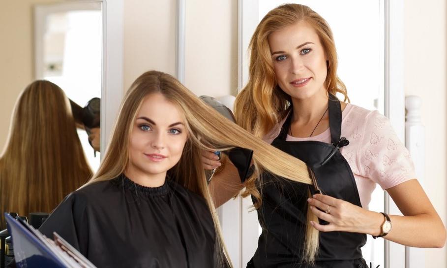 Na czym polega keratynowe prostowanie włosów?