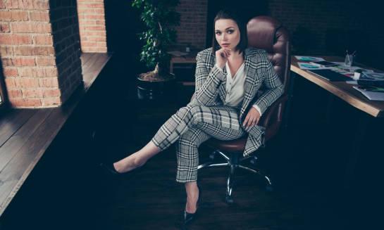 Krągła sylwetka - jak ubierać się do pracy, aby czuć się wygodnie i elegancko