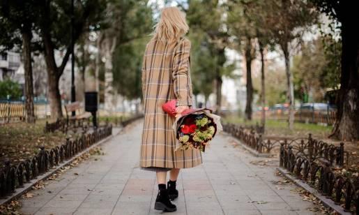 Moda na retro na przykładzie płaszczy kobiecych