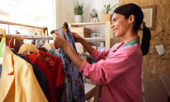 Dlaczego warto kupować ubrania od polskich projektantów?