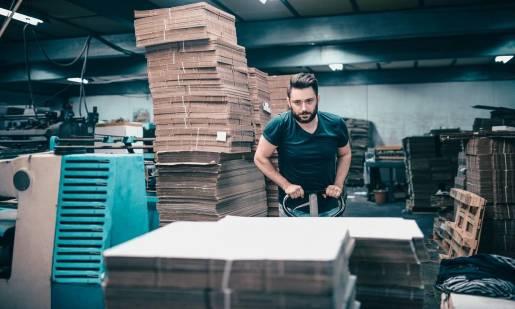 Z jakiej tektury wykonuje się opakowania kartonowe?