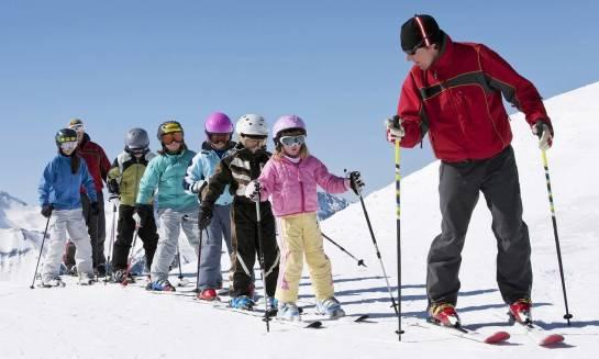 Dlaczego warto wysłać dziecko na obóz sportowy?