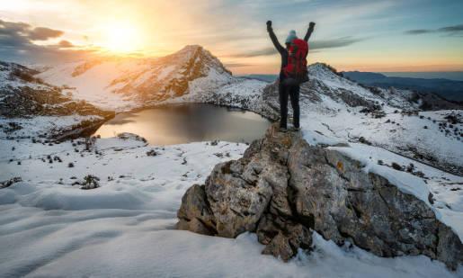Jak przygotować się do zimowej wędrówki po górach?