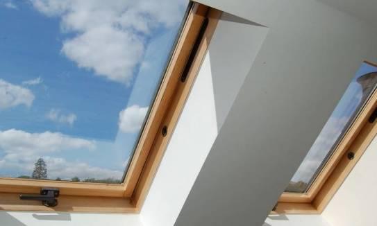 Jak poprawnie wykonać obróbkę okna dachowego?