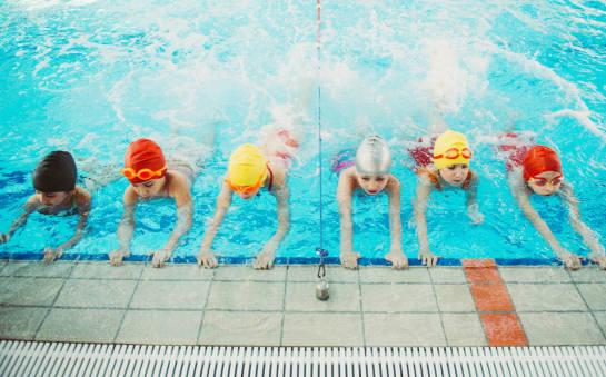Jak nauczyć przedszkolaka pływać?