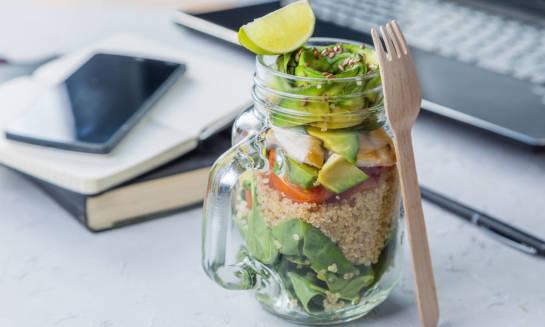 Zdrowe odżywianie a praca za biurkiem