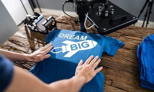 Koszulka z nadrukiem jako świetny pomysł na prezent