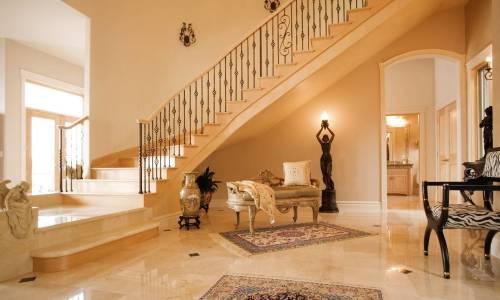 Kamienne schody w domu. Dlaczego warto się na nie zdecydować?