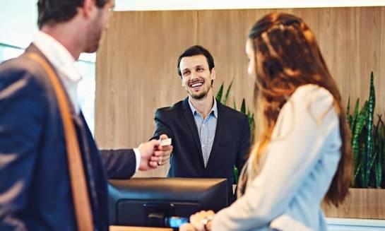 Przegląd najpopularniejszych usług dodatkowych dostępnych w hotelach