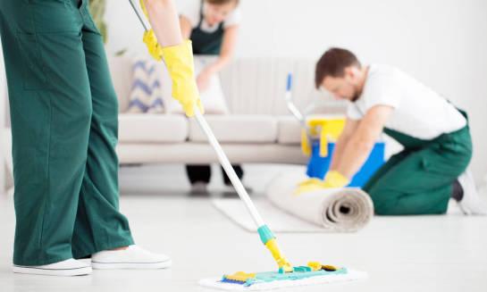 Dlaczego warto wynająć firmę sprzątającą?