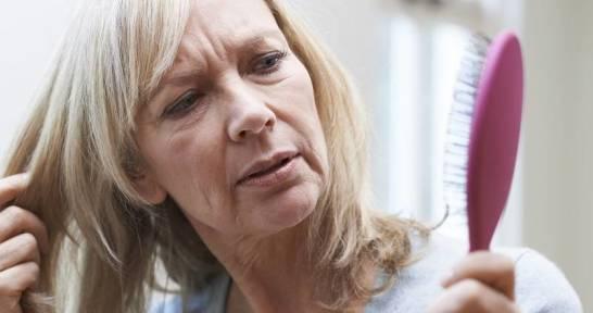 Skuteczne środki przeciw wypadaniu włosów dla osoby starszej