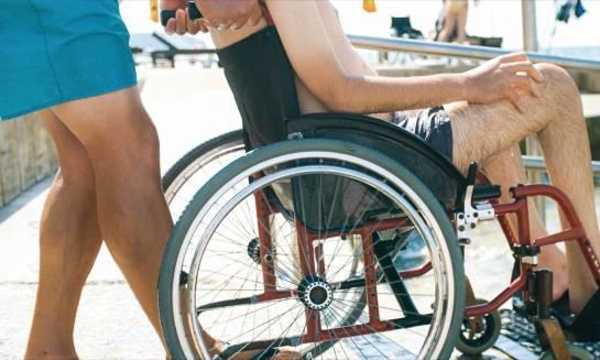 Czy każdy hotel posiada udogodnienia dla osób niepełnosprawnych?