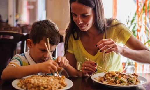 Jak jeść pałeczkami? Porady i wskazówki