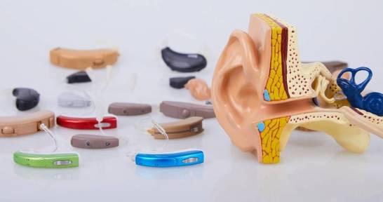 Jak działają banki aparatów słuchowych?