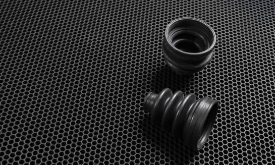 Czemu służy gumowanie stali?