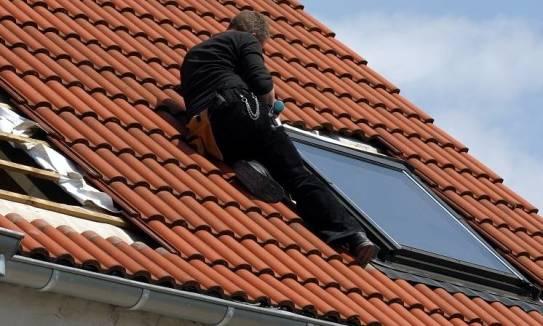 Wymiana okna dachowego krok po kroku