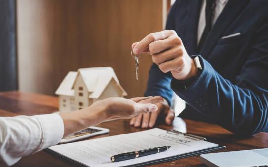 Zakup nieruchomości. Z pośrednikiem czy samodzielnie?