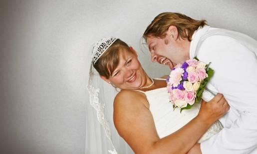 Wdzięk i wygoda - idealne sukienki weselne dla puszystych