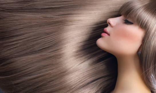 Czym jest keratynowe prostowanie włosów?