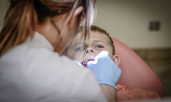 Znaczenie regularnych wizyt kontrolnych u stomatologa
