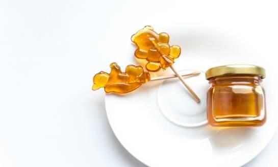 Podaruj sobie trochę słodkości – zdrowe słodycze na bazie miodu