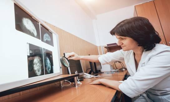 Mammografia – jak wygląda badanie i jak się do niego przygotować