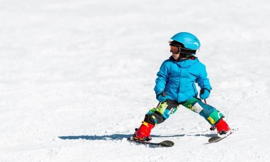 Wybieramy sprzęt narciarski dla dziecka - co kupić?