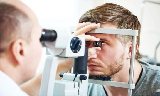 Jak można wykryć obrzęk plamki żółtej w oku?