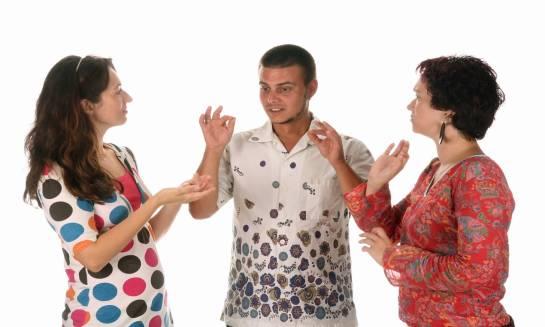 Jaka jest różnica pomiędzy osobami niesłyszącymi a niedosłyszącymi?
