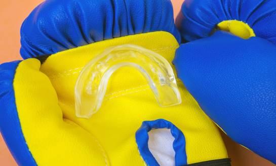 Ochraniacze na zęby – żelowe czy jednowarstwowe?
