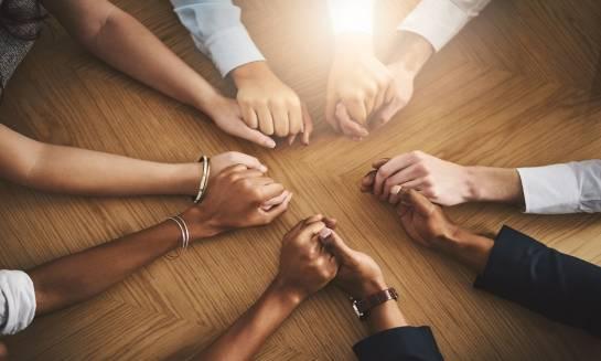 Różnice między psychoterapią indywidualną i grupową