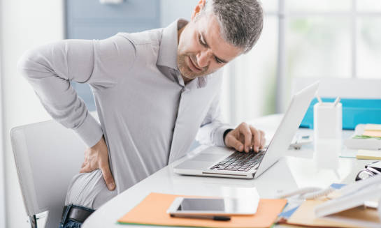 Praca biurowa a zdrowy kręgosłup - co można zrobić?