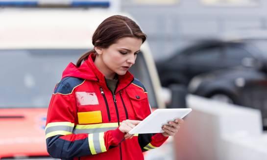 Czym się różni sanitariusz od ratownika medycznego?