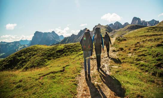 Pięć zalet chodzenia po górach